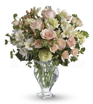buoquet-di-rose-rosa-e-fiorellini-bianchi