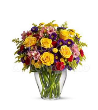 buoquet-di-roselline-gialle-e-fiorellini-colorati