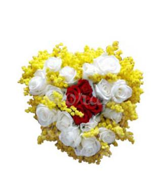 cuore-di-mimose-con-rose
